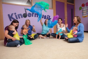 Photo-Kindermusik-Baby-class-scarf-play-float-visual-5255x3503-5255x3503
